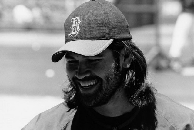 Johnny Damon signs autographs during batting practice (6/12/2004)